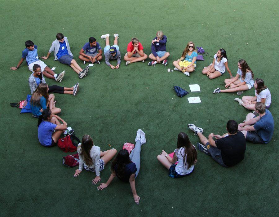Freshmen+and+seniors+work+together+during+orientation+at+Menlo+School.+Photo+by+Pete+Zivkov.
