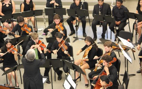 Spring orchestra concert celebrates conductor Vicky Greenbaum's departure
