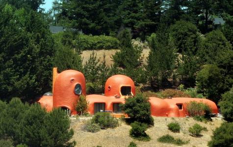 """Exploring the famous """"Flintstone house"""""""