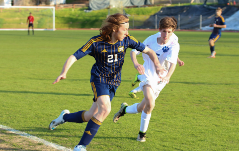 Boys soccer stays perfect in league