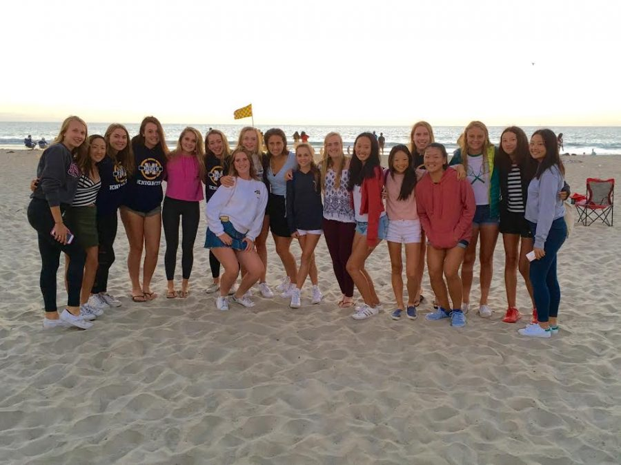 Menlo+varsity+girls+tennis+poses+for+a+photo+in+San+Diego.+Photo+courtesy+of+Bill+Shine.+