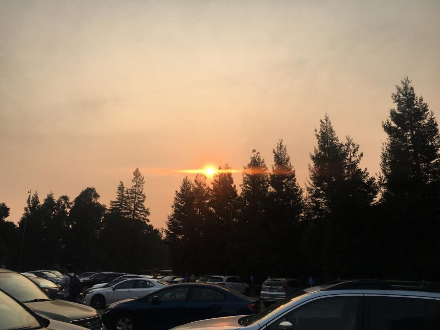 Smoke+from+the+Camp+Fire+has+reduced+air+quality+to+an+unhealthy+level+in+the+Bay+Area.+Staff+Photo%3A+Clara+Guthrie.+