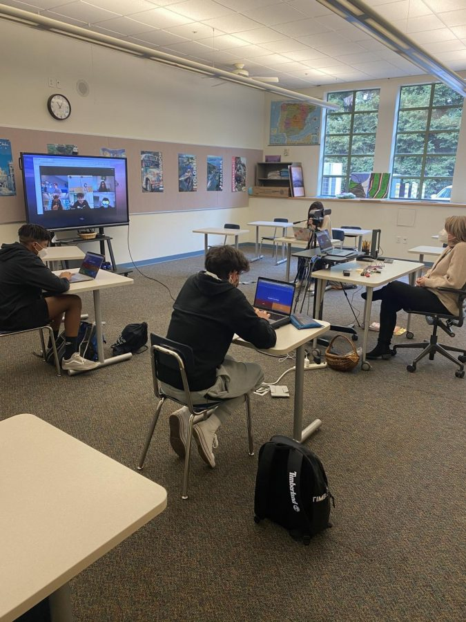 Students both in-person and on Zoom in Spanish teacher Janet Tennyson's class play Kahoot to practice their vocabulary. Staff photo: Annie Stent.
