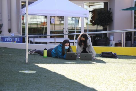 Seniors Tessa Grosso and Stella El-Fishawy, both in the Gold hybrid group, study on the quad together. When all students return to campus April 19, only seniors will be allowed to study on the quad during free periods, as many areas of the quad will be used as classroom space. Juniors, sophomores and freshmen are assigned other areas on campus for free periods. Photo courtesy of Lucas Vogel.