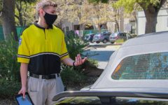 A member of the campus security team talks to a driver in the Menlo parking lot. Staff photo: Sadie Stinson.