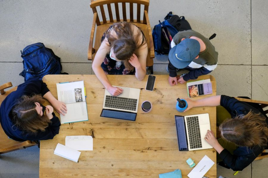 Menlo students work on homework together during the first day returning to campus since last year. Photo courtesy of Pete Zivkov.