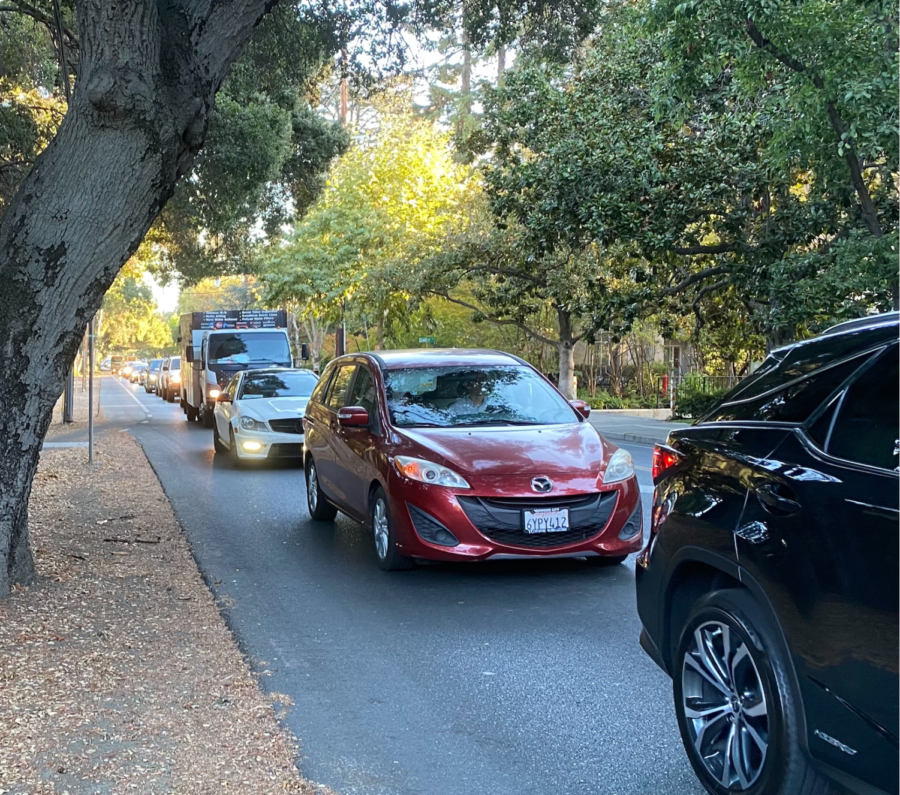 A line of cars waits at the intersection of University Ave. and Valparaiso Ave. at 8:14 a.m. on Thursday, September 30, 2021. Staff photo: Geoffrey Franc.